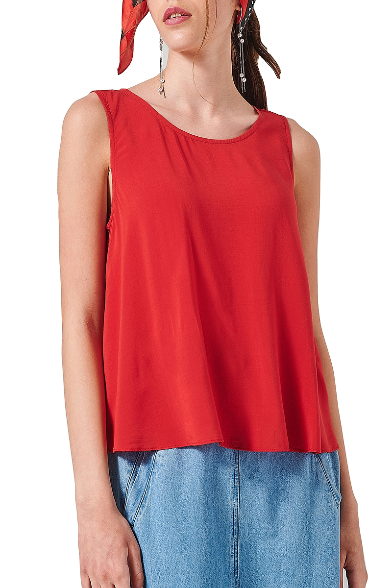 Top Ale Mε Άνοιγμα Στην Πλάτη 81361462-RED